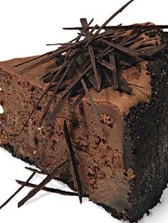You can't get more chocolate than this cheesecake: a chocolate-wafer crust, melted dark chocolate in the filling, and chocolate shards scattered over the top. Create your own customized cheesecake recipe… Chocolate Cheesecake Recipes, Chocolate Desserts, Decadent Chocolate, Cheesecake Pan, Turtle Cheesecake, French Chocolate, Homemade Cheesecake, Classic Cheesecake, Chocolate Filling