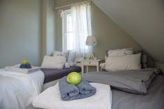 die Einzelbetten können auch als Doppelbetten gestellt werden Bed, Furniture, Home Decor, Cottage House, Decoration Home, Stream Bed, Room Decor, Home Furnishings, Beds