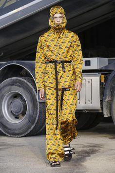Palm Angels Men Women Spring Summer 2018 Collection in Milan Men Fashion Show, Live Fashion, Runway Fashion, Street Fashion, Fashion Brands, Men's Fashion, Angel Man, Palm Angels, Spring Summer 2018