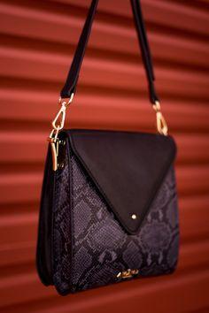 Designer Leather Handbags, Python Print, International Brands, Slow Fashion, Online Purchase, Other Accessories, Leather Wallet, Women, Accessories