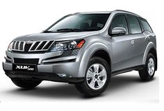 Mahindra & Mahindra has been launched the automatic versions of the downsized Mahindra XUV 500 in the Delhi region and the XUV 500 automatic is priced at Rs. Manual Transmission, Automatic Transmission, R15 Yamaha, North India Tour, Diesel Engine, Car Rental, Product Launch, Australia, Vehicles