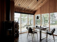 happyhomes-hideaways-photos-krista-keltanen-04 Small Tiny House, Tiny House Cabin, Cabin Design, Tiny House Design, Cottage Porch, Country House Interior, Weekend House, Little Cabin, Cabin Interiors