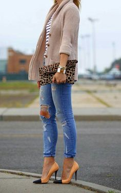Love the sweater and leopard print 👛