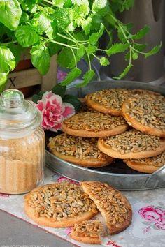 Maślane ciasteczka z karmelizowanym słonecznikiem Photo Food, Sweet Little Things, Sweets Cake, Polish Recipes, Vegan Sweets, Cookie Recipes, Food To Make, Cravings, Sweet Treats