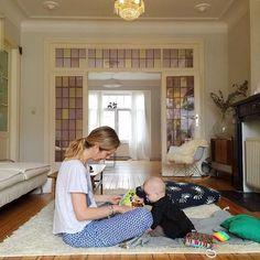 Salon avec des vitraux / Home Sweet Home