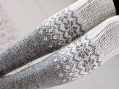 Life with Mari: Ylipolven villasukat ♥ OHJE Crochet Socks, Knitting Socks, Knitted Hats, Knit Crochet, Knitting Charts, Knitting Patterns, Diy And Crafts, Arts And Crafts, Wool Socks