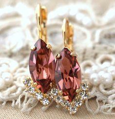 Blush Pink drop earrings Swarovski Blush pink earrings by iloniti  #blushpink, #earrings, #jewelry, #swarovski, #swarovski_earrings, #drop_earrings, #bridal, #wedding, #bridal_accessories