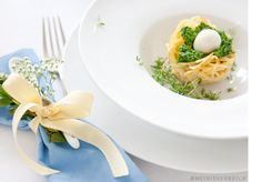herzhafte Osternester Spaghetti-Nester mit frischem Bärlauchpesto und MInimozzarella