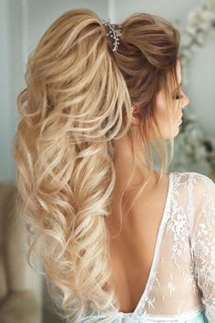 De mooiste inspiratie voor jullie sprookjesbruiloft - Honeymoon shop Bridal Makeup For Blondes, Wedding Hair And Makeup, Bridal Hair, Elegant Hairstyles, Ponytail Hairstyles, Bride Hairstyles, Men's Hairstyle, Formal Hairstyles, Hairstyles Haircuts