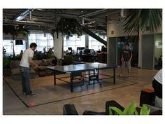 オフィス内の卓球台。音楽スタジオやジム機器を置くオフィスもあった