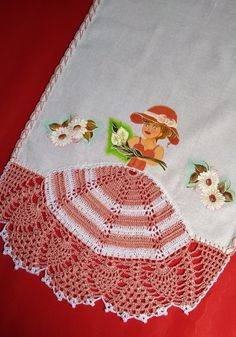 Pano de prato menininha no Elo7 | Ateliê Daydream (EFD87B) Crochet Towel, Crochet Box, Crochet Lace Edging, Crochet Borders, Crochet Dolls, Knit Crochet, Crochet Filet, Crochet Thread Patterns, Knitting Patterns