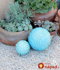 Jennifer shows how to make these fun faux gazing ball for your garden using Smoothfoam balls and half balls, mosaic pebbles, and acrylic paint! Mosaic Garden, Diy Garden, Garden Crafts, Garden Ideas, Upcycled Garden, Garden Web, Garden Whimsy, Garden Junk, Balcony Garden