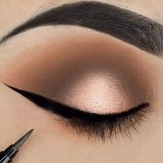 How to Apply Eyeliner: Beauty Tips for Beginners ★ See more: https://makeupjournal.com/how-to-apply-eyeliner-beauty-tips/ #nails