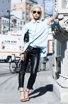 A calça de couro – seja ecológico ou não – é uma peça versátil. Chique e estilosa, ela pode ser usada em diversas ocasiões. E ainda te deixa quentinha, ou seja, é perfeita para esta estação!