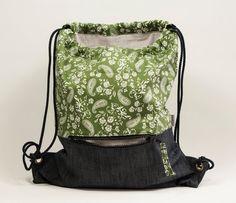 Mochila tela color verde. Estampado paisley. Mochila con asas de cordón…