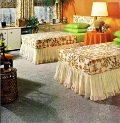 1970s Decor, Retro Bedrooms, Linen Towels, Vintage Sheets, Cool Furniture, Vintage Inspired, Carpet, Diy Projects, Blanket