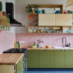 Funky Kitchen, Kitchen Colors, New Kitchen, Modern Retro Kitchen, Small Modern Kitchens, Warm Kitchen, Kitchen Tiles Design, Natural Kitchen, Mid Century Modern Kitchen