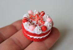 Macaroni cake for Barbie for Valentine's Day. Food for a Polymer Clay Cake, Polymer Clay Dolls, Barbie Food, Barbie Dolls, Cute Patterns Wallpaper, Christmas Cupcakes, Dollhouse Accessories, Good Enough To Eat, Mini Foods