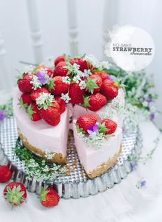 Easy no bake recipe for a strawberry cheesecake