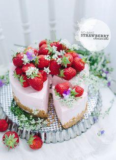 Easy no bake recipe for a strawberry cheesecake