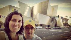 Paseando por el centro de #LosAngeles nos hemos encontrado este edificio que nos suena un montón...  #FrankGhery #ComoEnCasa #fb http://j.mp/1LntmgT