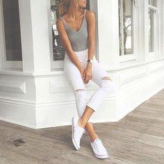 top crochet + jeans rotos + converse blancas