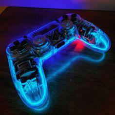 I made a TRON inspired controller for a friend. Please enjoy. Set Up Gamer, Pc Gamer, Gamer Setup, Cool Ps4 Controllers, Ps4 Controller Custom, Game Controller, Video Game Rooms, Video Games, Control Ps4
