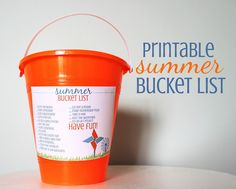 A suoper fun Free Printable Summer Bucket List idea and activity! #freeprintable #summer #bucketlist