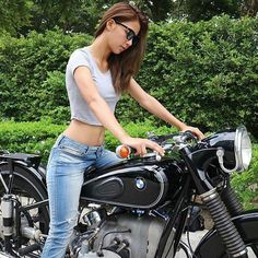 Watch video - Check out sexy biker girl gone wild doing wheelies and stunts on motorcycle bikes. Cafe Racer Girl, Bmw Cafe Racer, Motorbike Girl, Motorcycle Bike, Lady Biker, Biker Girl, Bmw R100, Bmw Girl, Bmw Motorcycles