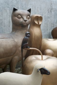 A major exhibition of the works by famed French artist couple Claude and François-Xavier Lalanne kicks off in Paris today at the Musée des Sculptures Céramiques, Sculpture Art, Francois Xavier, Ceramic Animals, Land Art, French Artists, New Art, Contemporary Art, Art Photography