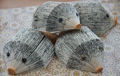 Kijk wat ik gevonden heb op Freubelweb.nl: een gratis werkbeschrijving van Dreamstuff om egels te maken van oude boekjes https://www.freubelweb.nl/freubel-zelf/zelf-maken-met-papier-egel-2/