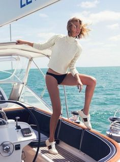 Toni's Modeling Journey--The latest issue of The Edit by Net-a-Porter taps top model Toni Garrn for for the cover story. The leggy blonde models nautical-inspired fashions for these sun-soaked images lensed by David Bellemere. Yacht Fashion, Boat Fashion, Nautical Fashion, Nautical Outfits, Toni Garrn, Looks Street Style, Cashmere Turtleneck, Turtleneck Style, Blonde Model