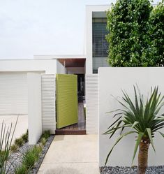 Looking to update your exterior? For a modern look use bold tones and striking accents influenced by the modern Australian landscape. Dulux Colour on walls and on door. by duluxaus House Design, Modern Exterior, Modern Outdoor, House Exterior, White Exterior Paint, White Paint Colors, Dulux White Paint, Dulux, Beach House Exterior