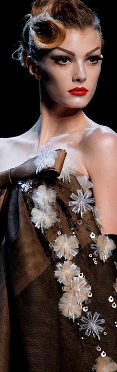 Christian Dior - Haute Couture Spring Summer 2011 - Shows - Vogue. Christian Dior Couture, Dior Haute Couture, Couture Fashion, Runway Fashion, High Fashion, Fashion Beauty, Fashion Show, Brown Fashion, Fashion Fall