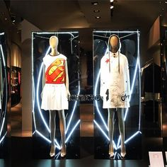 WEBSTA @ ericaccia - When it rains it pours ⛈ #raining☔ in #Rome @icebergofficial #vetrinediroma #shopwindowsinrome #shopwindow #shopwindows #negoziroma #ss2017 #ss2017collection #vetrinediroma #shopwindowsinrome  #shopwindow #shopwindows #negoziroma #ss2017 #ss2017collection #shopwindowdisplay #shopwindowdesign #rainyday #rainynight #fashionaddict #led