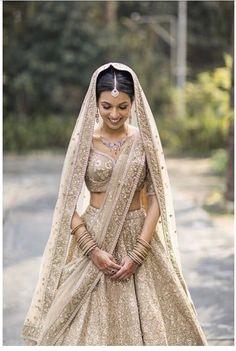 40 Ideas Wedding Lengha Bridal Lehenga Outfit For 2019 Indian Bridal Outfits, Indian Bridal Lehenga, Indian Bridal Wear, Bridal Dresses, Indian Wedding Dresses, Indian Bridal Party, Lehenga Wedding Bridal, Indian Wedding Bridesmaids, Indian Weddings