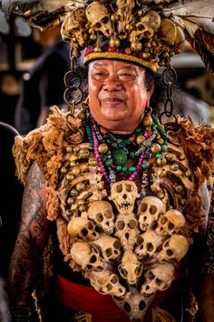 Dayak elder with a necklace made from the skulls of monkeys in Kalimantan Borneo May 2017 THOUSANDS of Borneos indigenous people descended to the. Authentic Costumes, Tribal Community, People Of The World, Borneo, Interesting Faces, Pose Reference, Drawing People, Character Inspiration, Poses
