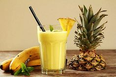 Ananas-Bananen-Shake - La mejor imagen sobre diy face mask para tu gusto Estás buscando algo y no has podido alcanzar la - Fruit Smoothies, Smoothies Banane, Smoothie Proteine, Healthy Smoothies, Healthy Drinks, Detox Smoothies, Breakfast Smoothies, Healthy Kids, Weight Loss Meals