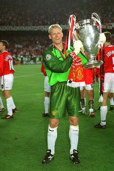 "Peter Schmeichel ( born 18 November is a Danish goalkeeper, and was voted the ""World's Best Goalkeeper"" in 1992 and Peter Schmeichel, Manchester United Legends, Manchester United Players, Best Football Players, Soccer Players, Aston Villa, Premier League, Man Utd Fc, Pier Paolo Pasolini"