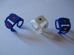 anello a pezzi blu e bianco con brillantini