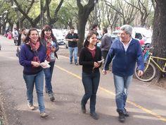 Repartiendo volantes y charlando con los vecinos de #Rosario @Letiquagliaro @FrenteSP2015 Frente Popular, Rosaries, Ruffles