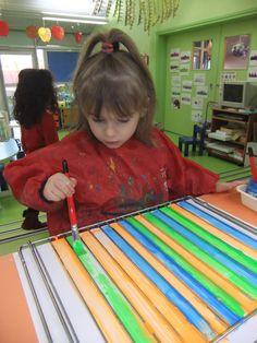 Painting Vertical lines or horizontal lines to cross the midline Kindergarten Art, Preschool Classroom, Preschool Art, Art Classroom, Toddler Activities, Preschool Activities, Montessori Art, Ecole Art, Pre Writing