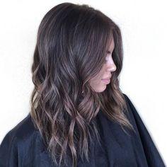 37 photos hyper stylées de coupes mi-longues sur des cheveux bouclés - REVLON PROFESSIONAL Trend Zone
