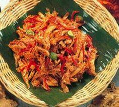 Yang suka makan pedas, ini saatnya kita mencoba Resep Ayam Suwir Bali Pedas. Dengan menggunakan bumbu rica rica dan cara membuatnya yang mudah