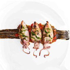 Stuffed squid on ratatouille - Anrichten Restaurant Recipes, Seafood Recipes, Gourmet Recipes, Cooking Recipes, Healthy Recipes, Fusion Food, Food Design, Food Plating Techniques, Octopus Recipes