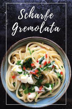 Spaghetti with spicy gremolata and mozzarella Pizza Und Pasta, Gremolata, I Like Pizza, Vegetarian Pasta Recipes, Bastilla, Mozzarella, Pesto Pasta, 30 Minute Meals, Tortellini