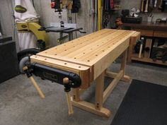 Veritas Workbench with a Twin-Screw End Vise