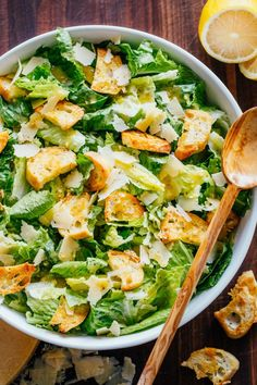 Caesar Salad with crisp homemade croutons and a light caesar dressing. This Clas… Caesar Salad with crisp homemade croutons and a light caesar dressing. This Classic Ceasar Salad Recipe will impress your dinner guests! Kitchen Recipes, Cooking Recipes, Healthy Recipes, Salad Dressing Recipes, Salad Recipes, Sauce Salade Cesar, Sauces, Recipes, Vegetables