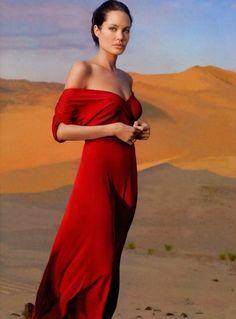 Angelina Jolie, photo by Annie Leibovitz* Glamour, Beautiful Celebrities, Beautiful People, Beautiful Women, Style Glam, Annie Leibovitz Photography, Jolie Photo, Red Fashion, Style Fashion