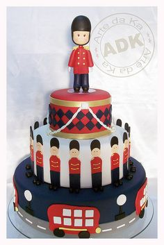 ♡ London Guards - cake for kids Pretty Cakes, Cute Cakes, Fondant Cakes, Cupcake Cakes, Bolo Fake Eva, Macaroons, London Cake, London Party, Funny Cake